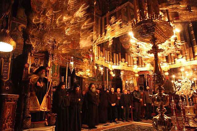 литургия и праздники без архимандрита Ефрема в Ватопедском монастыре