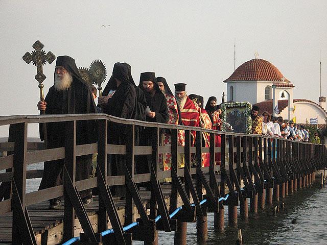 Истоки Ватопедского скандала, Крестный ход на праздник иконы Богородицы Всецарица на монастырском подворье в Порто-Лагос