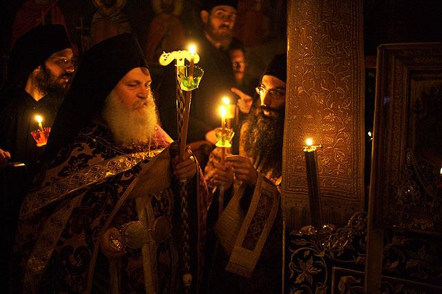 архимандрит Ефрем на литургии, Ватопедский монастырь на Святом Афоне