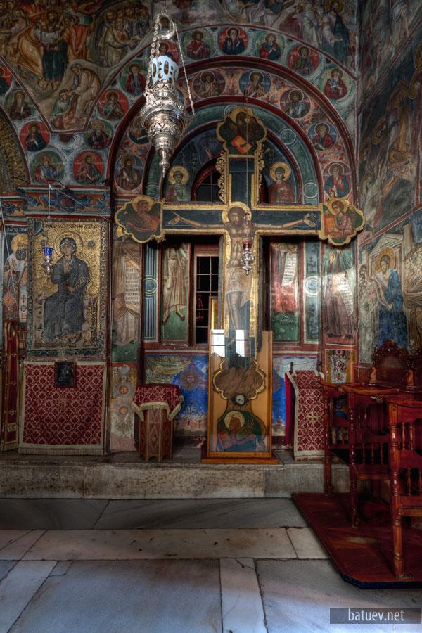 Соборный храм Ватопедского монастыря, притвор храма, распятие