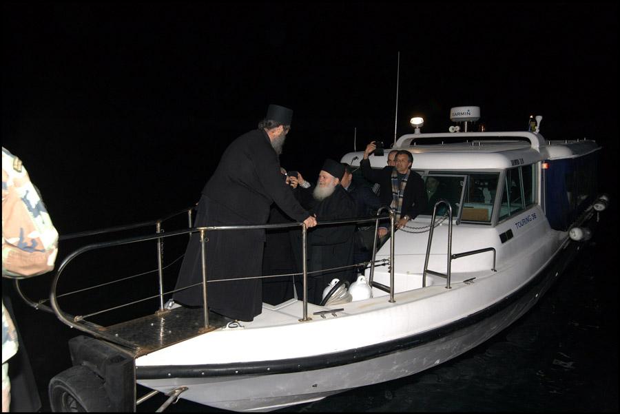 архимандрит Ефрем на пристани Ватопеда